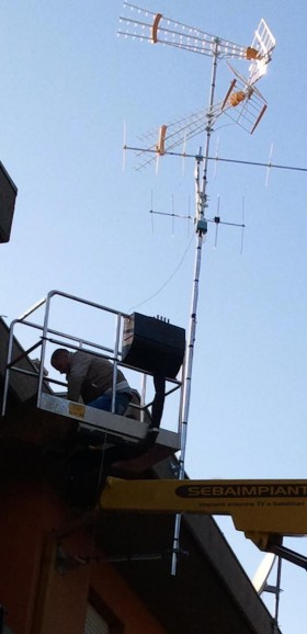 Antenna TV con staffa lunga 1,20mt a San Pietro in Casale - ANTENNISTA